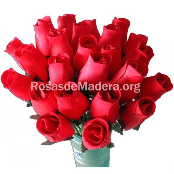 Rosa roja de madera