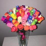 Rosas de madera de colores