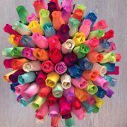 Rosas de madera de colores perfumadas