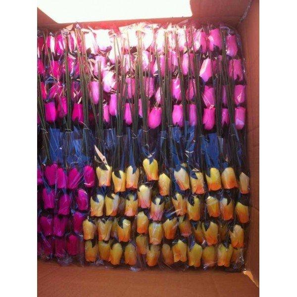 500 rosas de madera con envoltorios y tallos