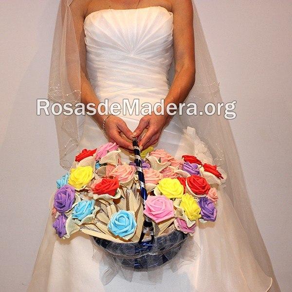 Cesta de rosas de goma eva rosas y flores de madera - Detalles goma eva ...