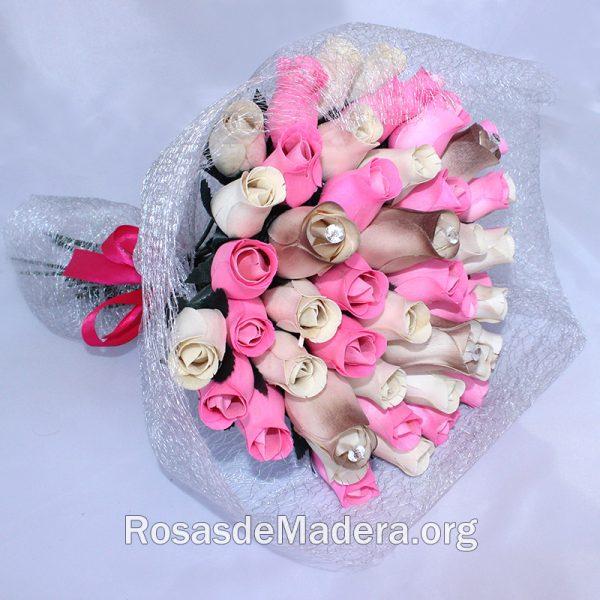 Ramo bonito de rosas, tonos blancos y rosas
