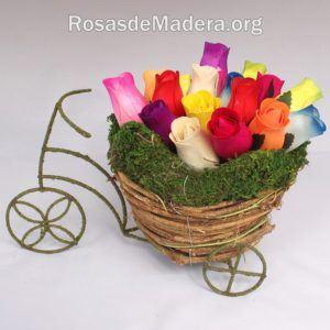 Bici vintage con rosas de madera